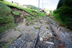 Ein Zug der Appenzeller Bahnen ist zwischen Herisau und Urnäsch steckengeblieben. (Bild: Michel Canonica)