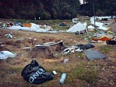 Abfall, wohin man auch schaut: Das Sittertobel glich am Sonntagabend einer Mülldeponie. (Bild: Leserbild)