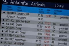 Flug 4U 9525 aus Barcelona wird zwar noch angezeigt - er ist aber über Frankreich abgestürzt. (Bild: Keystone)