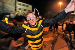 Frauenfeld im Ausnahmezustand: Mit viel Alkohol und noch mehr Kreativität feiern Bienen die Bechtelisnacht. Die ausgelassene Stimmung kennt (fast) keine Grenzen. (Bild: Reto Martin)