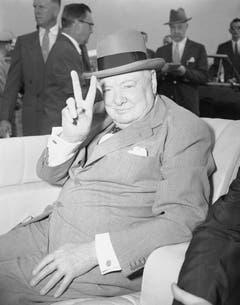 Trotz angeschlagener Gesundheit reist Premierminister Winston Churchill um die Welt für sein Land, hier in einer Aufnahme aus dem Jahr 1954 bei seiner Ankunft in Washington. (Bild: Keystone)