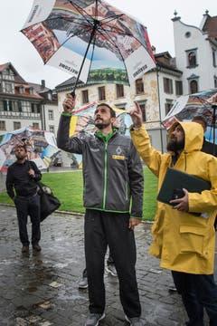 Ein Spieler der Borussia bestaunt die St.Galler Stiftskirche. (Bild: Ralph Ribi)