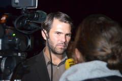 Pnos-Chef Domini Lüthard stellt sich den Fragen der Medien. (Bild: Urs Zweifel)