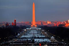 Bereits am frühen Morgen strömten die Zuschauer auf die National Mall. (Bild: Keystone)