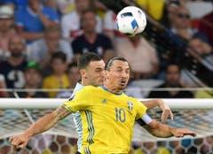 Zurückgetreten ist auch Zlatan Ibrahimovic: Der Stürmer hat an der EM sein letztes Spiel für die schwedische Nationalmannschaft gespielt. (Bild: Keystone)