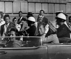Präsident John F. Kennedy - eine Minute vor dem Attentat. (Bild: Keystone)
