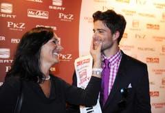 Die stolze Mutter: Eda Ruch mit dem neuen Mister Schweiz. (Bild: Nana do Carmo)
