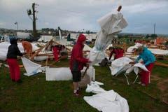Ein Bild der Verwüstung auf einem Festplatz des Turnfestes. (Bild: Keystone)