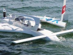 Dem Piloten und dem Passagier gelang es, schwimmend vom Flugzeug wegzukommen. (Bild: Seerettungsdienst Rorschach)
