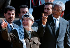 Nelson Mandela und Palästinenserpräsident Yassir Arafat (1998). (Bild: Keystone)