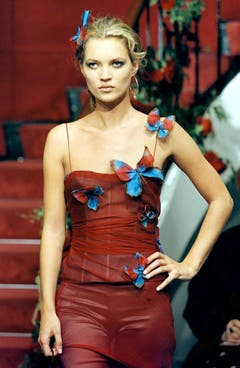 Auf dem Laufsteg war Kate Moss wegen ihrer Masse eine Exotin, hier bei einer Dolce & Gabbana-Show in Mailand 1997. (Bild: Keystone)