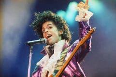 Wandelbar - musikalisch wie optisch: Prince bei einem Auftritt im Jahr 1985 in Kalifornien. (Bild: Keystone)