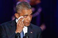 Zu Tränen gerührt: Barack Obama verabschiedet sich in Chicago. (Bild: Kamil Krzaczynski / Keystone)