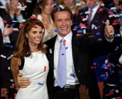 7. Oktober 2003: Maria Shriver feiert mit Ehemann Arnold Schwarzenegger dessen Wiederwahl als Gouverneur. (Bild: Keystone)