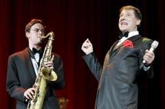 So wie alle ihn kennen und lieben: Udo Jürgens während eines Konzertes im März 2006 in der Stadthalle in Wien. (Bild: Keystone)