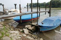 Bei der Schifflände in Altenrhein liegen die Boote beinahe auf dem Trockenen. (Bild: Keystone)