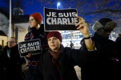 Menschen an einer Solidaritätskundgebung in Genf. (Bild: Keystone)