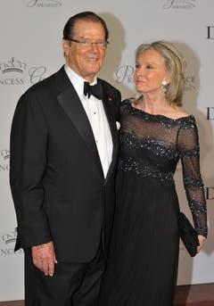 Roger Moore mit seiner Frau Cristina. an einer Gala 2015. (Bild: Keystone)