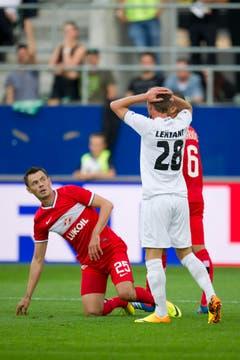 St.Gallens Verteidiger Ermin Lenjani nach einem Foulpfiff des Schiedsrichters. (Bild: Michel Canonica)