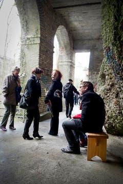 Besucher auf der Kunstführung. (Bild: Urs Bucher)