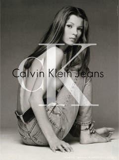 Der Durchbruch: Anfangs der 90er wurde Kate Moss zur Werbeikone von Calvin Klein. Mit viel nackter Haut warb sie - noch keine 20 - für Parfüms, Unterhosen und Jeans des Labes. (Bild: Calvin Klein/Patrick Demarchelier)