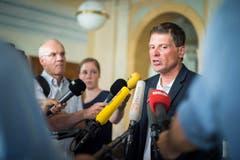 Jan Ullrich gibt nach der Urteilsverkündigung ein Statement im Weinfelder Rathaus. (Bild: Benjamin Manser)