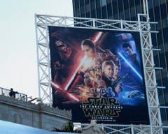 """Kein anderer Trailer eines Films wurde gleich am ersten Tag so oft gesehen wie der zu """"Episode VII - The Force Awakens"""". 30,65 Millionen Menschen sahen ihn sich im April 2015 auf Youtube an. (Bild: Keystone)"""