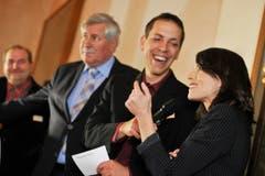 Moderator Mario Testa scherzt mit Mona Vetsch. (Bild: Donato Caspari)