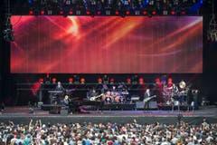 Elton John mit seinem Ensemble. (Bild: Urs Bucher)