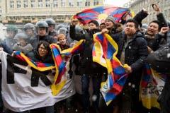 Anlässlich des Staatsbesuchs protestierten rund 400 Exil-Tibeter in Bern. (Bild: Keystone)