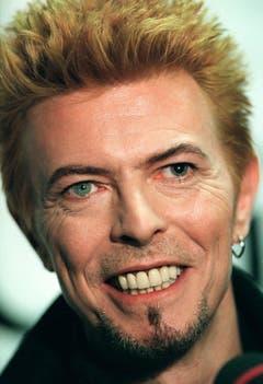 Der Mann mit den zwei verschiedenen Augen: Wegen einer Schlägerei in seiner Jugend hatte David Bowie (hier in einer Aufnahme von 1997) in einem Auge eine stark vergrösserte Pupille. (Bild: Keystone)