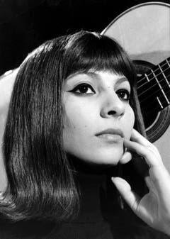 Esther Ofarim schafft es 1963 mit ihrem Song «T'en vas pas» auf Platz 2 von 16 Teilnehmern. (Bild: Keystone / Str)