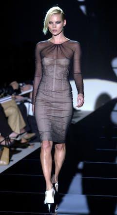 Wandelbar und wie von einem anderen Planeten: Kate Moss auf dem Laufsteg der Gucci-Show in Mailand (2000). (Bild: Keystone)
