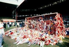 Vier Tage danach: Trauer im Stadion von Liverpool um die Fans, die beim Auswärtsmatch in Sheffield ums Leben gekommen sind. (Bild: Keystone)