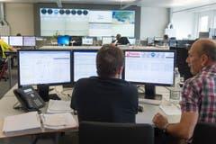 Die Mitarbeiter im Maintenance Operation Center sind die Augen und Ohren des Luftverkehrs. (Bild: Ralph Ribi)