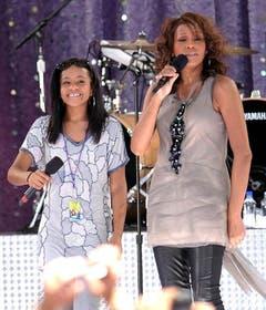 2009 steht Whitney Houston zusammen mit Tochter Bobbi Kristina in New York auf der Bühne. (Bild: Keystone)