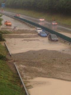 Die überflutete Autobahn (Bild: Sebastian Keller)