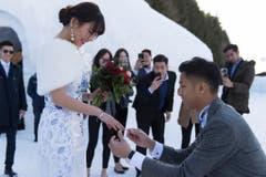 Nach der inszenierten Trauung verlobte sich das Paar. (Bild: Keystone)
