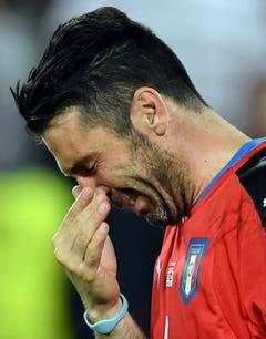 Gianluigi Buffon vergoss nach dem epischen Elfmeterscheissen gegen Deutschland bittere Tränen. (Bild: Keystone)