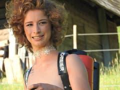 Die Produktionsmechanikerin Jennifer ist 19-jährig und stammt aus dem Kanton Aargau. (Bild: www.bauernkalender.ch)