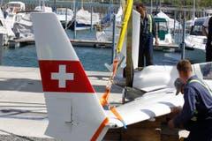Das Flugzeug sank nicht, sondern konnte von den Einsatzkräften gesichert und an Land gezogen werden. (Bild: Rudolf Hirtl)