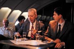Rauchen erlaubt: Passagiere auf dem Oberdeck einer 747-257B der Swissair, 1978. (Bild: ETH-Bibliothek/Bildarchiv/Stiftung Luftbild Schweiz/Swissair)