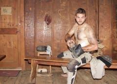 Der Luzerner Mario Fluri beim Schuhe putzen. (Bild: pd)