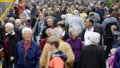 Schon am Eröffnungstag fanden viele Menschen den Weg an die Messe. (Bild: Keystone)