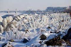 Die Kälte sorgt nicht nur für Ärger, sondern auch für zauberhafte Anblicke. (Bild: Keystone)