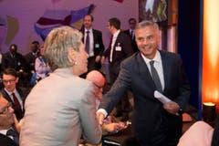 Ständerätin Karin Keller-Sutter begegnet Didier Burkhalter. (Bild: Urs Bucher)