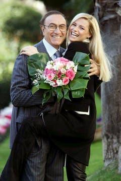 Michelle Hunziker und der italienische Entertainer und TV-Moderator Pippo Baudo. (Bild: Keystone)