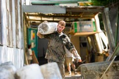 Liegenschaften in der «Unteren Fabrik» werden von Schutt befreit. (Bild: Michel Canonica)
