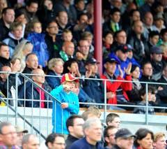 Gespannte Gesichter auf der Tribüne während des Spiels. (Bild: Urs Bucher)