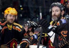 Der Bart altert mit: In den Playoff-Bart des Berners Jean-Pierre Dumont (rechts) schlichen sich 2012 einige graue Haare ein. (Bild: Keystone)